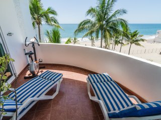 BEACHFRONT CONDO - 2 Bed, 2.5 bath - 2 level condo MARINA TENNIS & YACHT CLUB - Mazatlan vacation rentals