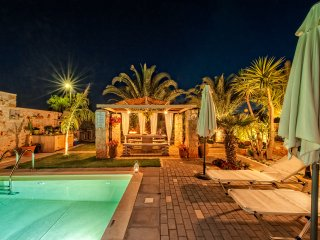 Massive 300 sqm Villa, accommodates up to 20guests - Kalathas vacation rentals