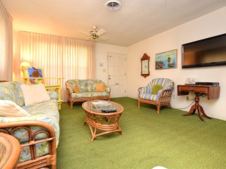 June/July $pecials - Luxury Home - Steps To The Beach - 5BR/3BA - #126 - Daytona Beach vacation rentals