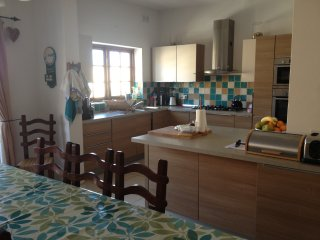 Gorgeous 5 bedroom House in Pembroke - Pembroke vacation rentals