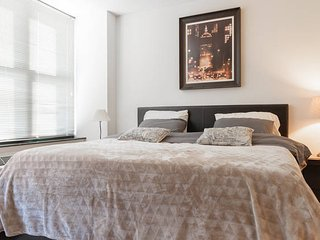 King bedroom with private  bath. 10 min to  midtownManhattan - West New York vacation rentals