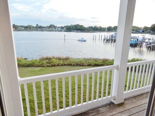 """Captains Qwaters  """"A contemporary waterfront retreat"""" - Virginia Beach vacation rentals"""