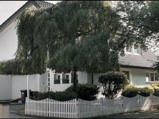 Souterrain-Studio in Luxus-Villa am See nahe Düsseldorf - Duisburg vacation rentals