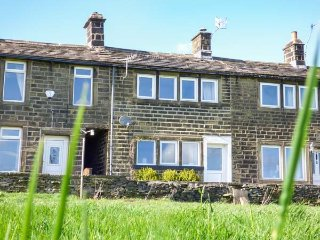 17 MOORSIDE, oak beams and multi-fuel stove, Oxenhope, 955197 - Oxenhope vacation rentals