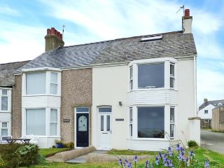 SANDY BANK, over three floors, pet-friendly, very close to beach, Rhosneigr - Rhosneigr vacation rentals