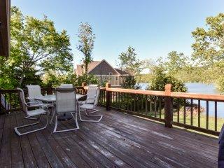 Lakefront Cottage 5BR/3BA~Two Luxury PoolsDockBoatslip~Hot Tubs & More! - Lampe vacation rentals