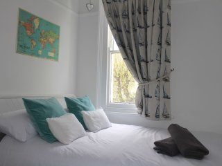 Cosy room near station & Leigh Broadway - Leigh-on Sea vacation rentals