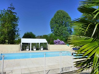 Large 5 bedroom, 4 bathroom house with swimming pool. - Chatellerault vacation rentals