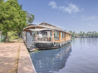 2-BR accommodation for a much needed vacation - Alappuzha vacation rentals