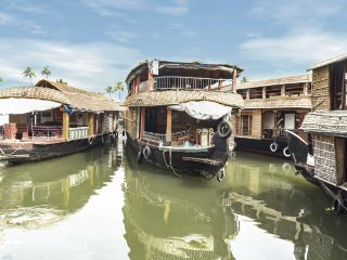 3-BR stay on stylish upper deck houseboat with gorgeous views - Alappuzha vacation rentals