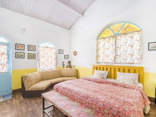 Cheerful cottage done in vibrant palette, near Ooty Lake - Ootacamund vacation rentals