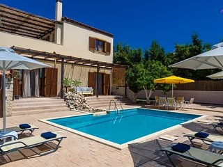 Villa Citrus - A 3BD charming modern villa with spacious terrace & splendid view - Asteri vacation rentals