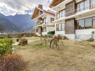 Cosy room with an attic in a lovely boutique stay, 1 km from Beas River - Manali vacation rentals