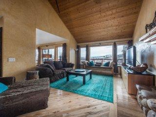 Mountaintop Chic Sleeps 16+, decks, views, hot tub! Your summer retreat awaits! - Park City vacation rentals