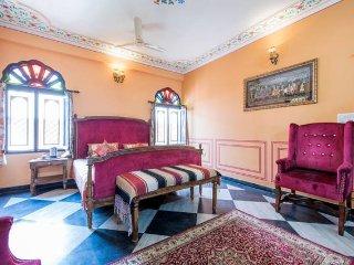Orange Paawna Regal Room - Jaipur vacation rentals
