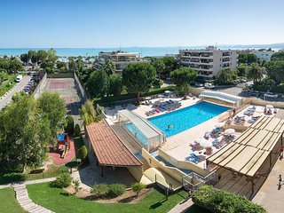 Studio apartment, 5 minutes walk from the beach, hotel complex with pool. - Saint-Laurent du Var vacation rentals