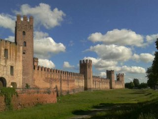 Nice Condo with Television and DVD Player - Montagnana vacation rentals