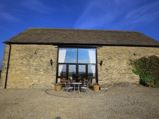 Gallery Barn, nr Burford with amazing views 10 mins from Burford - Leafield vacation rentals