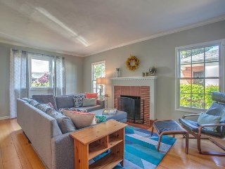 Charming & Bright 2BR Home in San Leandro - San Leandro vacation rentals