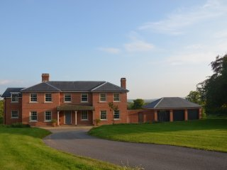Large House/Stunning Views/5 Double Bedrooms/4 Bathrooms/Sleeps 10 - Stonegate vacation rentals