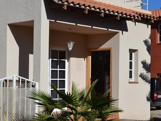 Perfect House with Internet Access and Shared Outdoor Pool - Parque Holandes vacation rentals