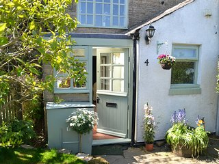 Gorgeous character cottage in stunning village overlooking Tyne & Derwent valley - Hedley on the Hill vacation rentals