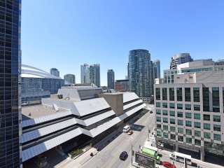 2 Bedroom in the heart of downtown, by union/MTCC - Toronto vacation rentals