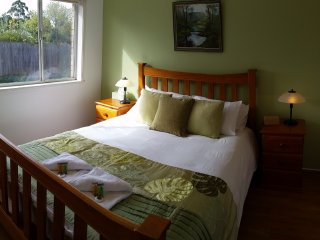 Comfortable Condo with A/C and Television - Colac vacation rentals