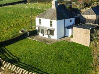 CEFN ISAF, detached former farmhouse, woodburner, WiFi, enclosed garden - Abergele vacation rentals