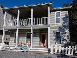 Updated 3 Bedroom Cottage Private Pool-4 Bikes Included in Stay! - Destin vacation rentals