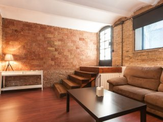 Nice Condo with Internet Access and A/C - Barcelona vacation rentals