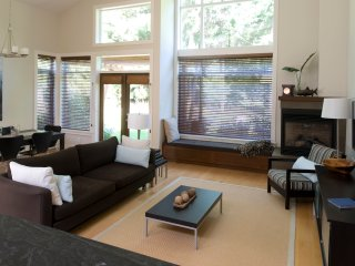 Tanglewood Beach House - Luxury West Coast Living - Parksville vacation rentals
