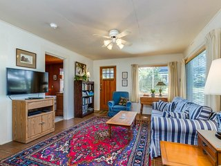 Charming, dog-friendly cabin, steps from the beach & two blocks from golf! - Neskowin vacation rentals