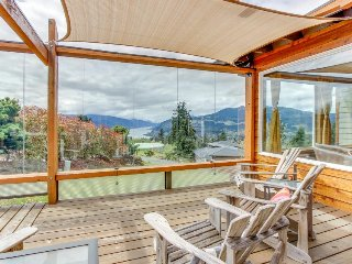 Stunning Columbia River Gorge views, private hot tub, great deck, & fireplace! - White Salmon vacation rentals