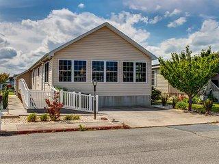 Spacious home w/ community pools, tennis, & docks - ADA compliant - Ocean City vacation rentals