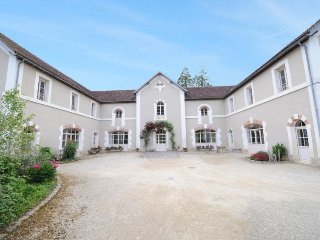 9 bedroom Villa in Sermizelles, Burgundy, France : ref 2242641 - Blannay vacation rentals