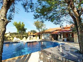 4 bedroom Villa in Obrovac, North Dalmatia, Croatia : ref 2235897 - Obrovac vacation rentals