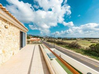 Beautiful 5-bedroom Villa with private pool - Campo de Baixo vacation rentals