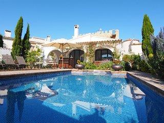 3 bedroom Villa in Empuriabrava, Costa Brava, Spain : ref 2010332 - Empuriabrava vacation rentals