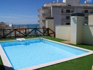 Apartment with Pool,150m from the beach. - Armação de Pêra vacation rentals