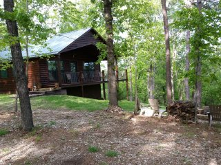 "Lone Elk Cabins ""Foxcroft"" overlooking the Buffalo River National Park. - Hasty vacation rentals"
