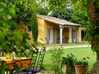 """Les Oliviers"" - (6 pers: 4 adults + 2 kids) WIFI, air-con, bikes, pool - Caderousse vacation rentals"