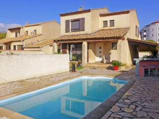 3 bedroom Villa in Six Fours, Cote d Azur, France : ref 2380098 - La Seyne-sur-Mer vacation rentals