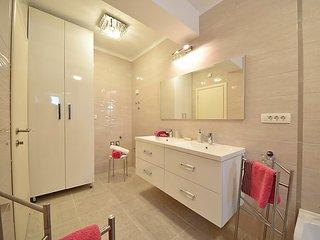 7 bedroom Villa in Opatija Ika, Kvarner, Croatia : ref 2371081 - Opric vacation rentals