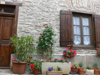 """Maison Cosy"" - Southern France Village House in Cuxac-Cabardes near Carcassonne - Cuxac-Cabardes vacation rentals"