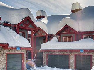 Snowbanks 3 Upper Snowpine Location Sleeps 11 - Big White vacation rentals