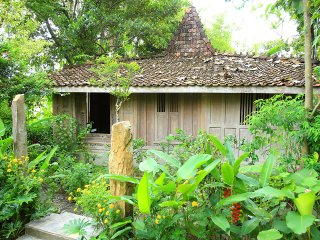 Joglo Gumuk / Historical Joglo at the rice fields / private kitchen / Yoga - Bantul vacation rentals