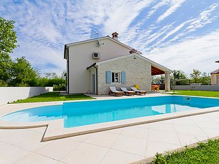 3 bedroom Villa in Pula Krnica, Istria, Croatia : ref 2300651 - Bratulici vacation rentals
