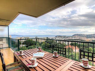2 bedroom Apartment in Cavalaire, Cote d Azur, France : ref 2284808 - Cavalaire-Sur-Mer vacation rentals