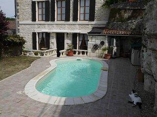 Belle maison de 140 m² avec piscine au cœur du village de Saint Savinien - Saint-Savinien vacation rentals